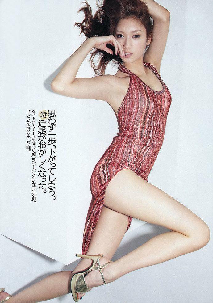 「腿玩年」系列!日本20世代美腿代表 菜菜绪